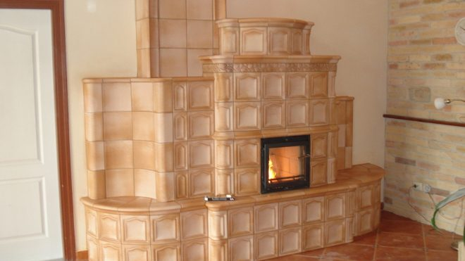Szemet gyönyörködtető cserépkályha építése Rácalmáson