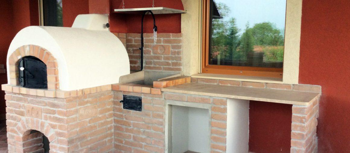 Családi ház emeletén lévő tereszra épített donga kemence Budakeszin