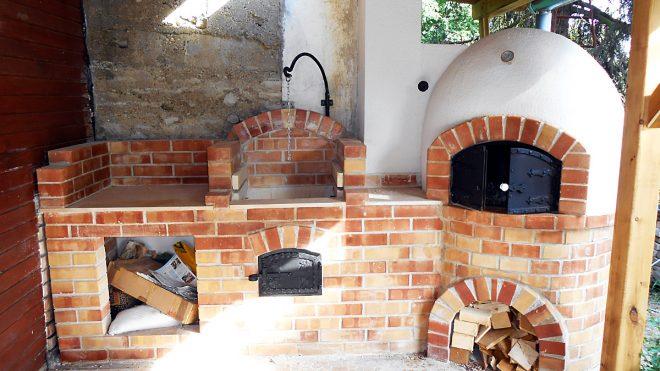 Fatüzelésű búbos kemence építése grillezővel és bográcsozóval